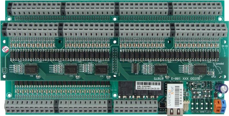 NodeMCU, modrou LED, pásek s RGB LED moduly, několik drátků.
